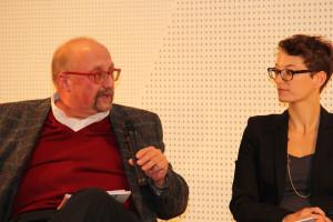 Frau Dr. Possinger im Gespräch mit Torsten Falke, dem Bezirksleiter der IGBCE Augsburg
