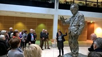 Führung und Diskussion im Willy-Brandt-Haus (Foto Angelika Lonnemann)