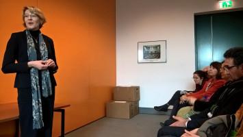 Diskussion mit Ulrike Bahr im Bundestag (Foto Angelika Lonnemann)