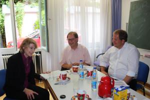 Ulrike Bahr, MdB im Gespräch mit Herrn Grassmann (Mitte) und Herrn Wagner (rechts)