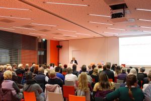 Die Veranstaltung war sehr gut besucht. Dies macht deutlich, wie wichtig die Debatte um ein gutes Leben und Wohnen in unser Gesellschaft ist.