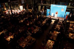Die Kälberhalle war mit rund 500 Gästen voll besetzt.