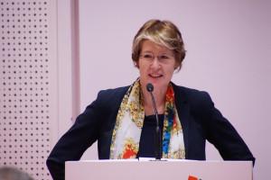 MdB Ulrike Bahr bei der Einführung ins Thema