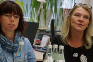 Maria Hütter, Prüferin für Leichte Sprache und Christine Borucker, Leiterin des Fachzentrums