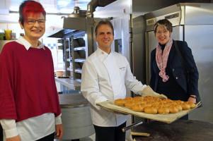Gemeinsam mit Bezirksrätin Petra Beer besuchte MdB Ulrike Bahr die Bäckerei Landerer in Legau
