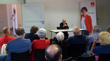 """""""Aufgeben ist keine Alternative"""", zitiert Ute Finckh-Krämer den Bundespräsidenten"""