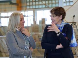 Geschäftsführerin Christine Machacek und MdB Ulrike Bahr