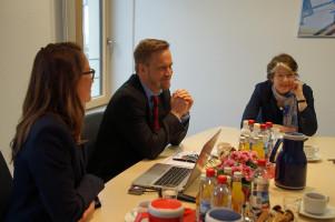 Mit der stellvertretenden Klinikleiterin Ramona Schwärzler und dem Geschäftsführer Christoph Köpf.