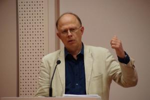 Der Geschäftsführer der AWO Augsburg, Eckard Rasehorn, bewertete die Aussagen zur Pflege im Koalitionsvertrag.
