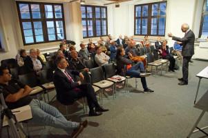 Das Publikum lauschte konzentriert den Informationen