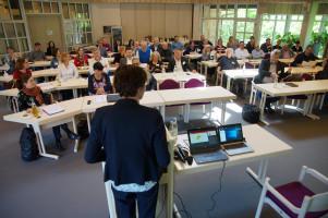 MdB Ulrike Bahr leitete die Fachkonferenz ein