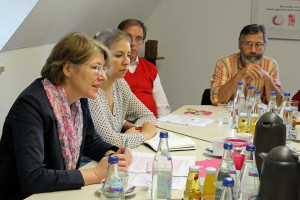 Ulrike Bahr im Gespräch bei der KAB