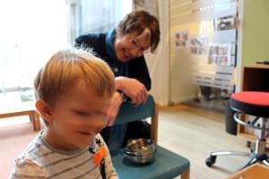 MdB Ulrike Bahr im betriebseigenen Kindergarten von Baufritz