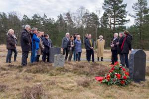 Schwäbische Vertreter vonAWO und SPD, darunter insbesondere solche aus Augsburg und Neu-Ulm, widmeten in Bergen-Belsen einen Gedenkstein für den SPD-Politiker und AWO-Initiator Clemens Högg