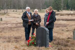 Von links: AWO-Schwaben Chef Dr. Heinz Münzenrieder, Högg-Enkelin Gabriele Rauch, Andrea Ehmke-Graf, Neu-Ulmer Präsidiumsmitglied der AWO Schwaben, sowie Ulrike Bahr