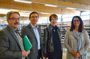 Von links: Betriebsleiter Ottmar Rädler, Ingo Legnini, stellv. Geschäftsführer, MdB Ulrike Bahr und Miriam Albrecht, Geschäftsführerin Reflexa GmbH