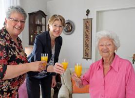 Gratulation einer 95-jährigen Genossin zum Geburtstag