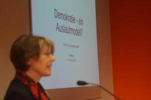 """MdB Ulrike Bahr begrüßte die Gäste zur Veranstaltung """"Demokratie - ein Auslaufmodell?"""""""