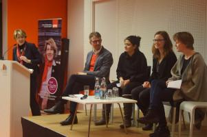 Von links: Die weiteren Gäste auf dem Podium waren Landesschülersprecherin Acelya Aktas, Jugendrätin Claudia Egger und Stadträtin Anna Rasehorn.