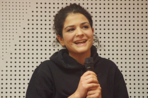 Die 17-jährige bayerische Landesschülersprecherin Acelya Asia Aktas erzählte davon, dass ihre Großeltern Analphabeten gewesen seien, ihre Mutter ihr aber immer wieder gesagt habe, dass Bildung alles sei.
