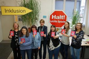 Von links: Christine Borucker, Leiterin des Fachzentrums, Tanja Greisel und Maria Hütter, Expertinnen für leichte Sprache, MdB Ulrike Bahr, Sabrina Scholl, Expertin für leichte Sprache