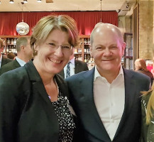 Mit Olaf Scholz, SPD-Vize und Wirtschaftsminister