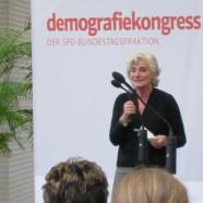 Petra Crone eröffnet den Demographiekongress
