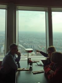 Mittagessen im Berliner Fernsehturm am Alexanderplatz (Foto Angelika Lonnemann)