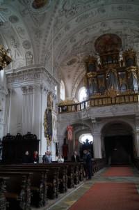 Barocke Pracht im Inneren der ehemaligen Stiftskirche Mariä Himmelfahrt, heute Pfarrkirche der Gemeinde Kammeltal.